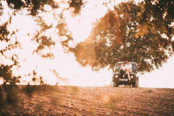 Fotógrafo de bodas en Osuna, Sevilla. Preboda en el campo